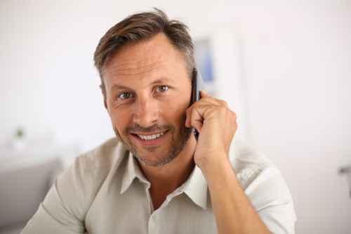Wechsel PKV - Mann telefoniert