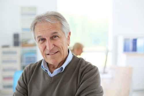 Wechsel PKV - Zufriedener Mann im Rentenalter