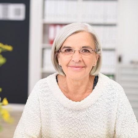 Private Krankenversicherung Rente - Lächelnde ältere Dame