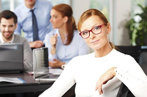 Beitragsanpassung PKV - Entspannte Geschäftsfrau